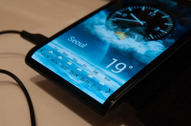 Why You Should Consider a Curved AMOLED Screen On Your Next Android