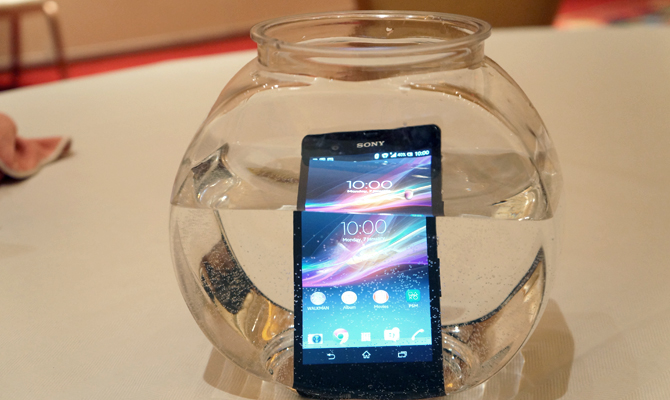 New Sony Xperia Z Can Be Fully Submerged in Water and Survive