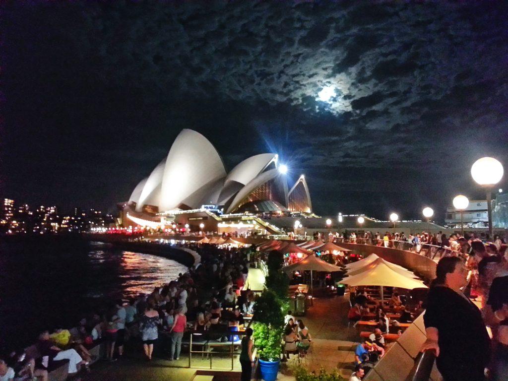 android-camera-sydney-opera-house-night
